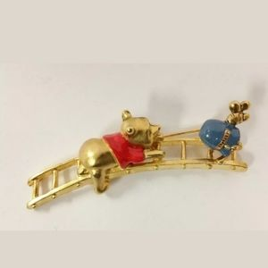 VINTAGE DISNEY GOLD WINNIE THE POOH PIN